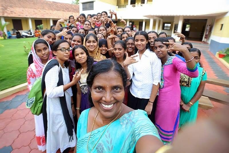 teacher_selfy_karunagappally_girls_high_schooll